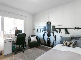 Lentokonetapetti seinässä