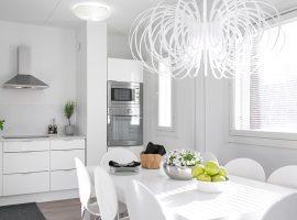 Valoisa ja moderni keittiö