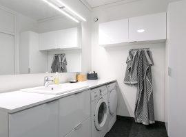 Kylpyhuoneen uudistaminen toimivaksi ja valoisaksi