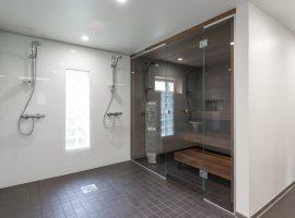 Kylpyhuoneen ja saunan moderni ilma