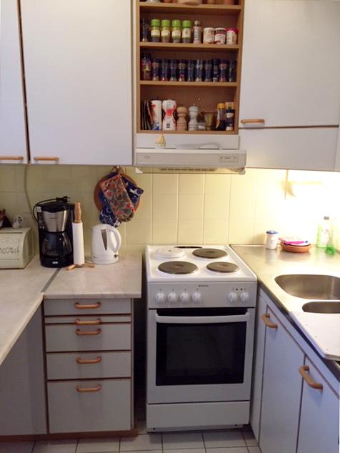 keittiöremontti jossa vielä alkupeiräinen keittiö