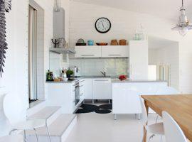 vaalea keittiö
